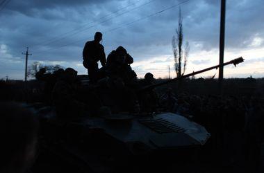 В Мариуполе при нападении на воинскую часть погибли люди