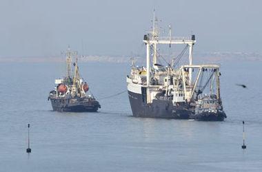 Россия вернула Украине еще два судна ВМС
