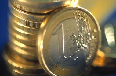 На межбанке падают доллар и евро