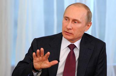 Путин признал, что за спиной крымской самообороны стояли российские военные