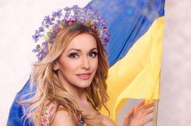 Ольга Сумская снялась в патриотической фотосессии