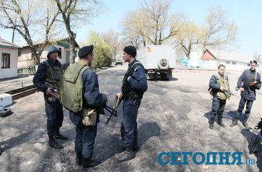 """Замкомандира воинской части в Мариуполе: """"Военные стреляли в воздух, откуда взялись убитые - я не знаю"""""""