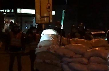 Потасовка между патрульными и антимайданом возле блокпоста в Одессе (Осторожно, ненормативная лексика!)