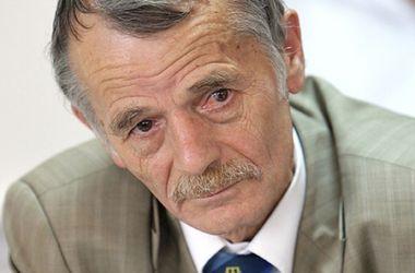 Крымские татары не отказываются от украинского гражданства, но получат российские паспорта - Джемилев