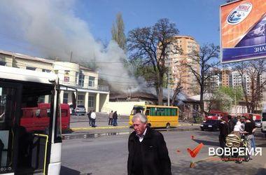 В центре Днепропетровска сгорел старый дом