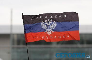 В донецком аэропорту сепаратисты вывесили флаг ДНР