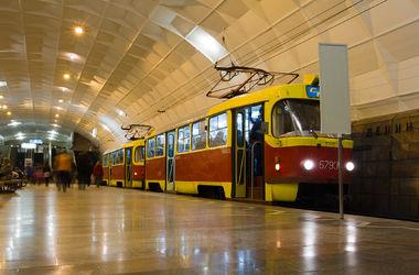 В метро Днепра поезд переехал 22-летнего парня