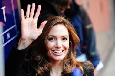 Анджелина Джоли отговаривает Джонни Деппа жениться