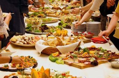Ученые выяснили, что окружающие звуки влияют на вкус еды и напитков