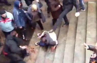Женщина, которая избивала раненого евромайдановца в Харькове, получила 60 дней ареста