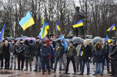 В центре Луганске объединенные силы проукраинской самообороны провели тренировку