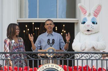 Барак Обама покатал пасхальные яйца и почитал детям книжку