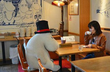 Одинокие японцы будут обедать с муми-тролями