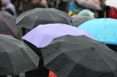 Завтра в Украине  дожди и грозы, зато тепло