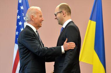 После переговоров с Байденом Яценюк собирает Кабмин на заседание