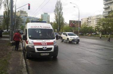 В Киеве на переходе женщина сбила пенсионерку с малышом