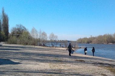 Как крымчанам живется на базе под Киевом