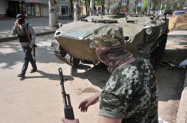 Атакой сепаратистов в Артемовске руководил российский военный - Аваков