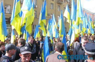 В Харькове возле облсовета собралось два митинга