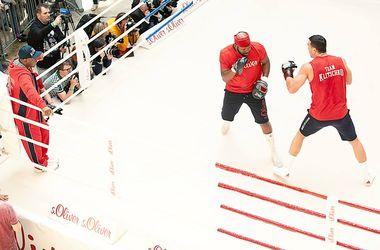 Владимир Кличко открыто потренировался перед защитой титула