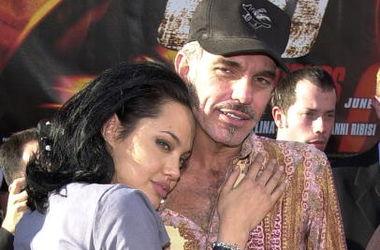 Бывший муж Анджелины Джоли активно интересуется ее делами