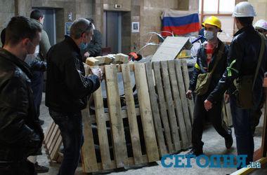 В Донецке со стрельбой пытались захватить уже захваченную ОГА