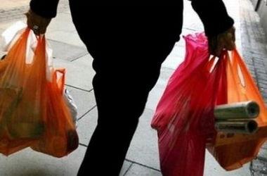 Кассир в столичном супермаркете отпускал товары бесплатно