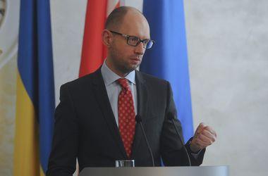 """Яценюк призвал весь мир объединиться и совместно """"ударить"""" по агрессии России"""