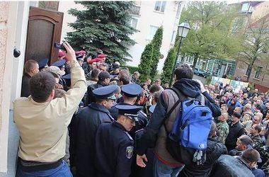В Тернополе при штурме мэрии задержали вооруженного активиста