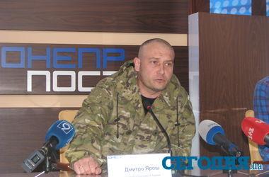 Ярош требует от Турчинова начать массовое вооружение добровольческой армии