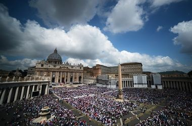 В Риме проходит канонизация пап