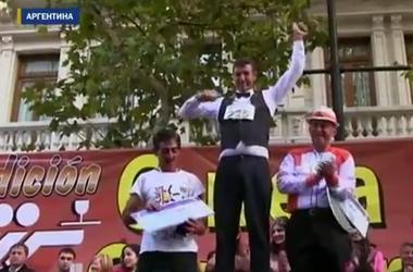 В Буэнос-Айресе официанты заработали по $6 тыс за 17 минут