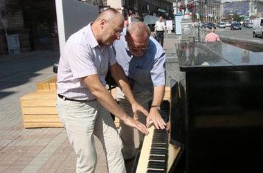 В Киеве установят 20 уличных пианино