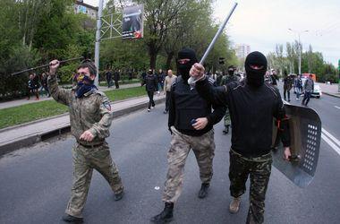В ходе столкновения в Донецке контужен милиционер, разбиты пять автомобилей