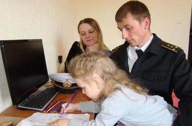 """Детей крымских военных """"без очереди"""" устроили в школы и детсады Одессы"""