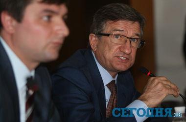 После покушения на Кернеса, Тарута предложил охрану мэрам городов Донецкой области