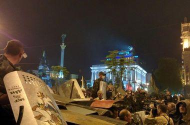 На Майдане у одной из баррикад произошла массовая драка