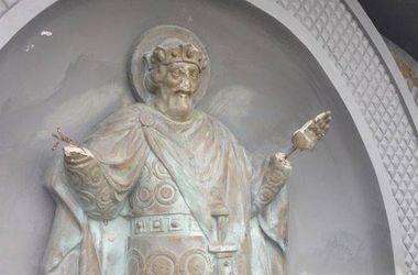 В Киеве вандалы отбили руки статуе князя Владимира