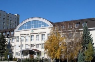 В Луганске сепаратисты заняли здание облпрокуратуры, сожгли украинский флаг и разбили герб