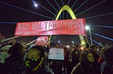 В Бразилии протестуют против футбольного мундиаля