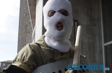 Сепаратисты покинули налоговую и таможню в Донецке, не найдя там оружия - СМИ