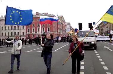 В Санкт-Петербурге на митинге спели гимн Украины