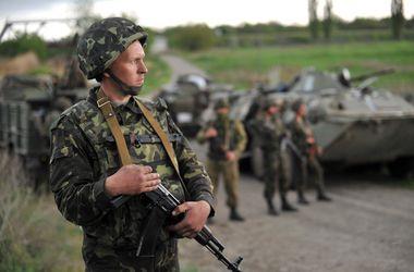 Солдаты украинской армии в Славянске воюют по колено в воде (видео)