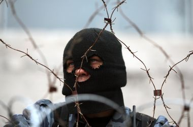 Вооруженные неизвестные угнали 17 автомобилей из автосалона Горловки