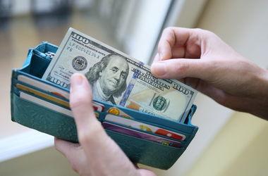 Доллар начал неделю с 11,8 грн
