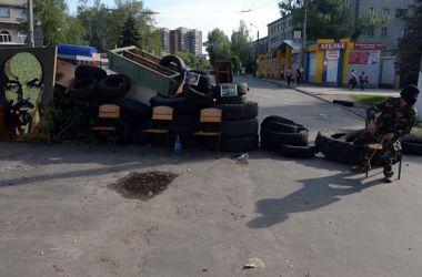 В Славянске люди по два часа идут пешком на работу, часть магазинов до сих пор закрыта