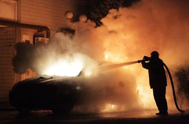 В центре Киева сгорел Range Rover