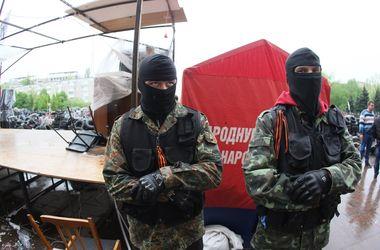 В Новогродовке вооруженные люди захватили в плен пятерых человек