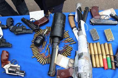 Под Киевом поймали машину с винтовками и пулеметами