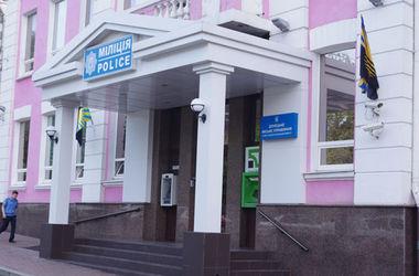 На здании донецкого горуправления милиции находятся флаги Донецка и области